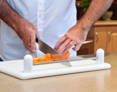 cibocal-assistive-food-cutting-boards-1368834243